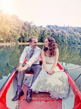 Poročni par na jezeru