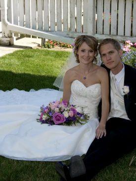 Poročni par na travi
